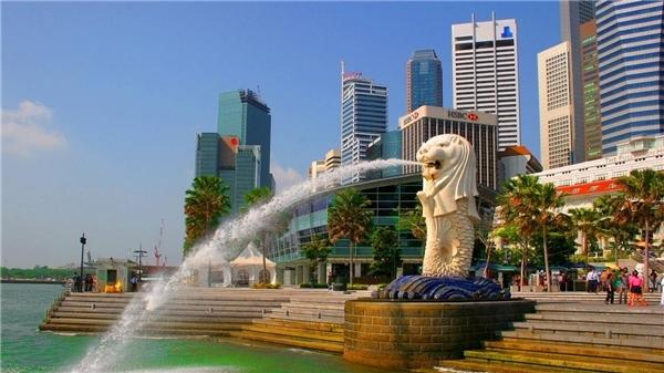 """Singapore - Thị trấn sư tử: Cái tên này xuất phát từ tiếng Phạn Malay Singapura, trong đó """"singa"""" là sư tử còn """"pura"""" nghĩa là thị trấn."""