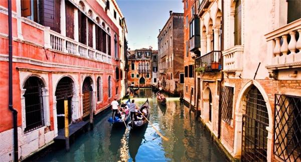 """Venice - Tình yêu: Tên thành phố có nguồn gốc từ từ """"wem"""" trong tiếng Ấn-Âu mang ý nghĩa là tình yêu."""