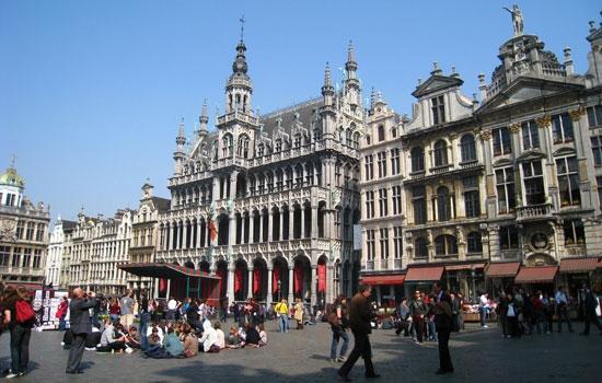 """Brussels - An cư lạc nghiệp: Tên gọi này có nguồn gốc từ từ Broeksel, """"broek"""" mang ý nghĩa là nhà hoặc đầm lầy, tượng trưng cho việc ổn định."""