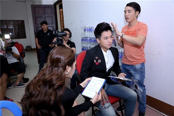 Cô tranh thủ trao đổi kịch bản với Ngô Kiến Huy - Tin sao Viet - Tin tuc sao Viet - Scandal sao Viet - Tin tuc cua Sao - Tin cua Sao