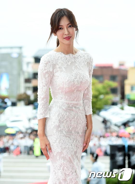 """Song Joong Ki và cặp đôi Doctors bắt tay """"tẩy chay"""" Oscar Hàn Quốc"""