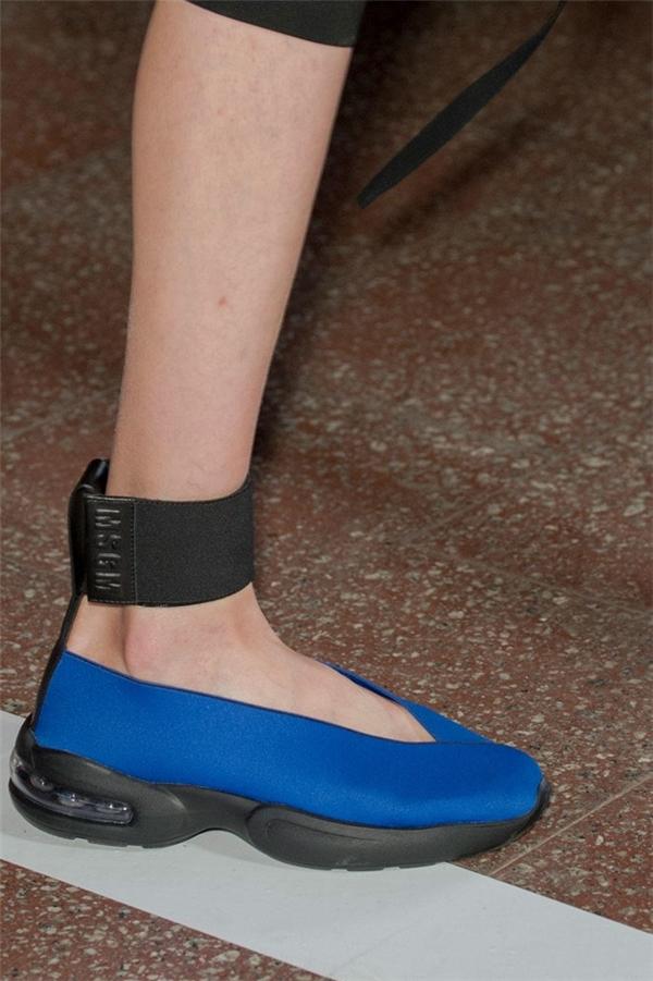 MSGM dù hướng các thiết kế đến sự tiện dụng, đơn giản nhưng lại khiến đôi giày này trở nên kém sang.
