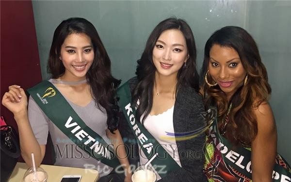 Người đẹp Việt Nam đã cùng các thí sinh dừng chân tại một resort tuyệt đẹp và trải nghiệm những tiện ích thú vị tại đây. Cùng với các hoạt động kêu gọi bảo vệ môi trường, Hoa hậu Trái đất cũng là cơ hội để chủ nhà Philippines quảng bá về tiềm năng du lịch.