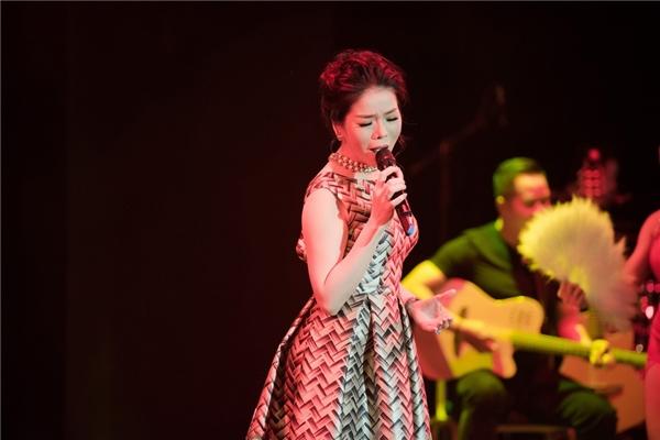 Gần 20 ca khúc, từ nhạc trẻ đến bolero, được nữ ca sĩ biểu diễn với sự thăng hoa tuyệt đối. - Tin sao Viet - Tin tuc sao Viet - Scandal sao Viet - Tin tuc cua Sao - Tin cua Sao