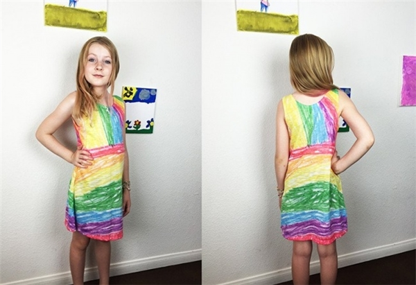 Chiếc váy như đang được vẽ bằng bút màu.(Ảnh: Internet)
