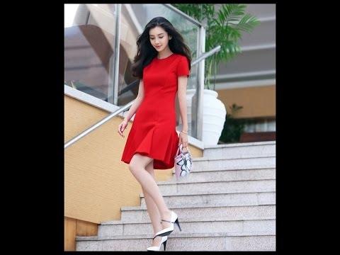 Nếu hai cô gái cùng xuất hiện, một ngườimặc váy đỏ và cô gái còn lại mặc màu bất kì, chắc chắn cô gái váy đỏsẽ được chú ý trước.