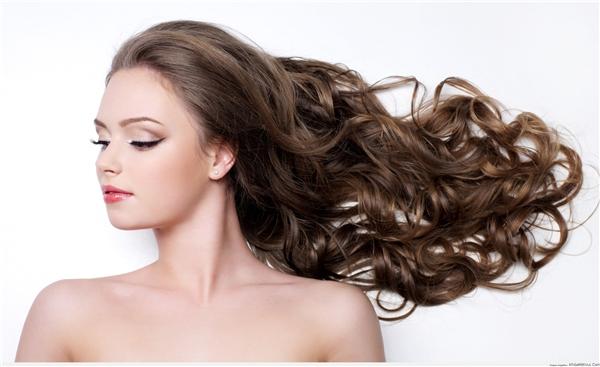 Mái tóc ngắn hay dài không quan trọng, nhưng bạn phải giữ cho mái tóc suôn mượt, óng ả, đặc biệt phải luôn có mùi thơm.