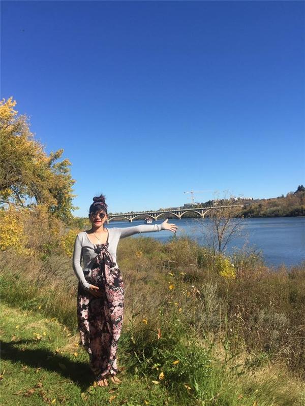 Thu Hiềnbên chồng những ngày cuối thai kì tại Canada.(Ảnh: FBNV)