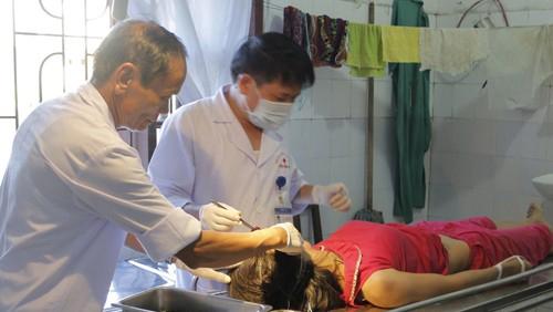 Chị Hoa bị chồng đánh bất tỉnh phải đưa đi cấp cứu