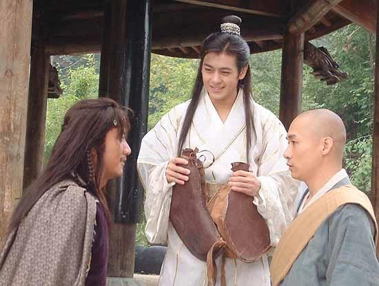 Đoàn Dự vô tình học được Lăng Ba Vi Bộ sau khi vái lạy bức tượng Thần Tiên Tỉ Tỉ1000 cái.