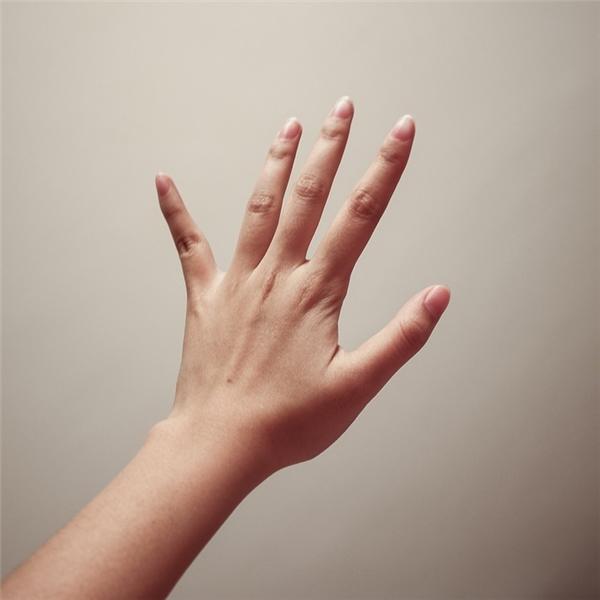 Nếu ngón trỏ và ngón đeo nhẫn chênh lệch nhau thì bạn là người thích có không gian riêng.