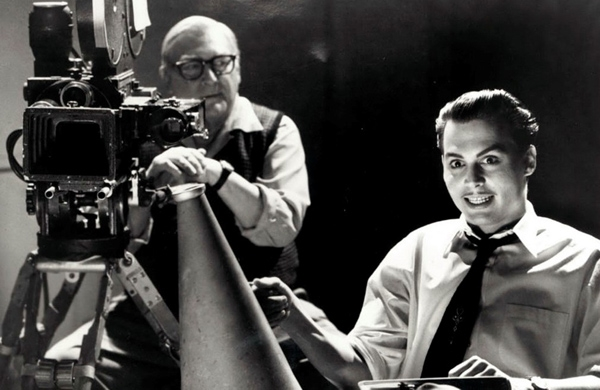 Edward Davis Wood, Jr. (Johnny Depp) trong Ed Wood (1994): Nhân vật từng được mệnh danh là đạo diễn tồi tệ nhất trong lịch sử điện ảnh Hollywood và hình ảnh của ông được Johnny Depp tái hiện tài tình trong tác phẩm tiểu sử Ed Wood.Tài tử cho công chúng thấy nhiều điều chưa biết về nhà làm phim hăng say với công việc, luôn nuôi dưỡng sự lạc quan đến mức mù quáng, có nhiều sở thích lập dị nhưng cũng rất đỗi đáng yêu. Ảnh: Touchstone