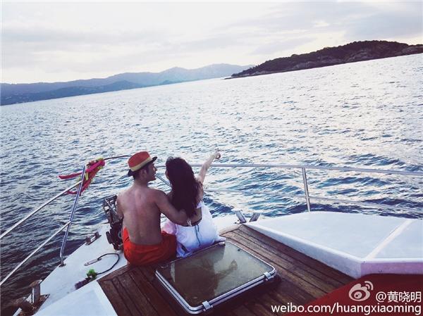 Kỷ niệm 1 năm kết hôn, Huỳnh Hiểu Minh thừa nhận AngelaBaby mang thai