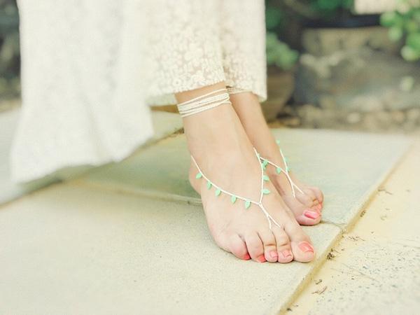 Lòng bàn chân đầy đặn, nếu là nam thì cao lớn khôi ngô, là nữ thì cao ráo xinh xắn