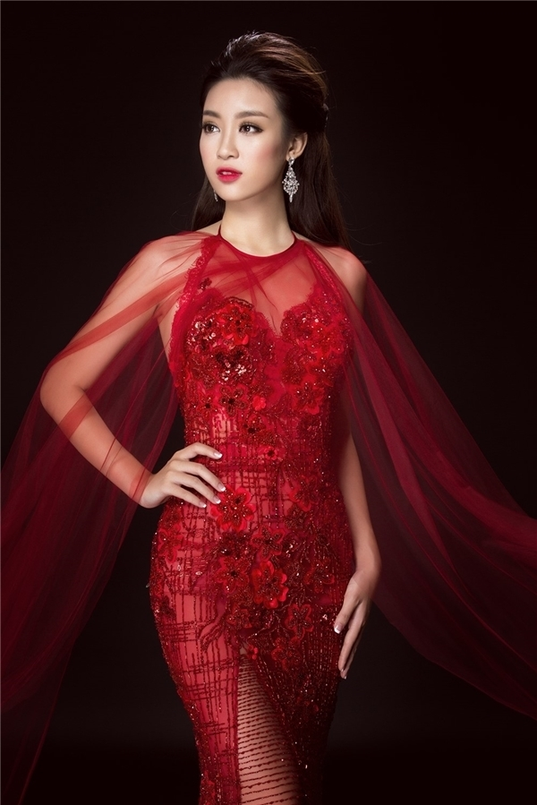 Trước đó, thiết kế này cũng từng được Hoa hậu Việt Nam 2016Đỗ Mỹ Linhdiện trong bộ ảnh chính thức sau khi đăng quang. Với chiều cao, sắc vóc nổi bật, tương đồng, cả Huyền My và Đỗ Mỹ Linh đều bất phân thắng bại.