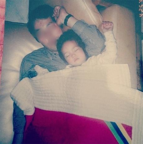 Từ khi còn nằm trên tay bố, Chae Soo Bin đã là một cô bé đáng yêu.