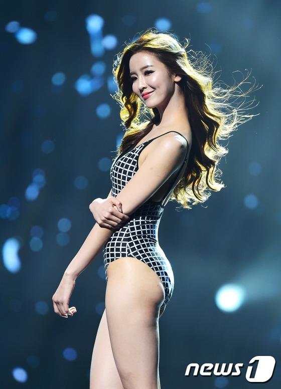 Lee Young In (22 tuổi, đại diện cho tỉnh Nam Gyeongsang) - Á hậu 2.