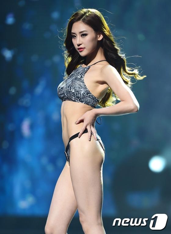 Hong Na Shil (24 tuổi, đến từ Seoul) - Á hậu 2.