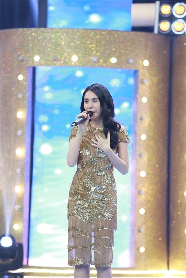 Đã rất lâu, nữ ca sĩ gốc Kiên Giang mới xuất hiện trên sóng truyền hình, chính vì thế, người hâm mộ rất trông chờ vào sự tái ngộnày. - Tin sao Viet - Tin tuc sao Viet - Scandal sao Viet - Tin tuc cua Sao - Tin cua Sao