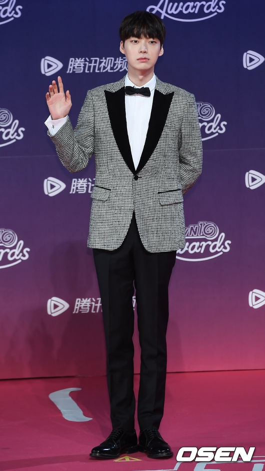Ahn Jae Hyun công khai tỏ tình Goo Hye Sun tại lễ trao giải