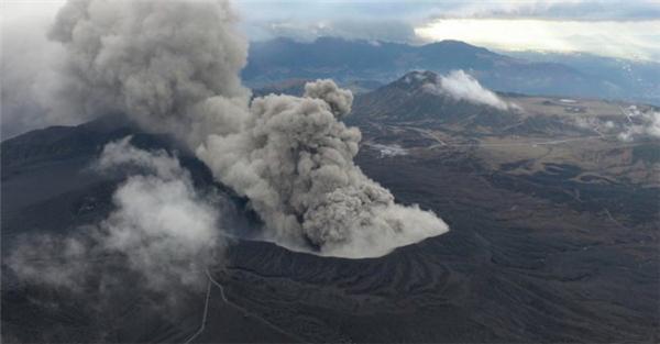 Núi lửa Aso phun trào sau 36 năm yên ngủ. (Ảnh: Internet)