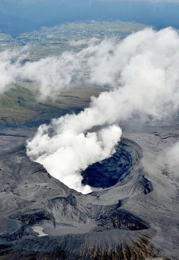 Ngọn núi Aso là một trong những núi lửa lớn nhất Nhật Bản và được xem là điểm đến du lịch mạo hiểm hấp dẫn. (Ảnh: Internet)