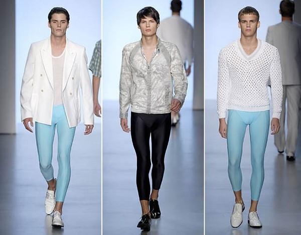 """Xuất hiện nổi bật ở các tuần lễ thời trang nhưng những chiếc quần siêu mỏng, in hình họa bắt mắt này lạiđược xem là một trong những thứ trang phục """"dìm hàng"""" cácchàng traithê thảm."""