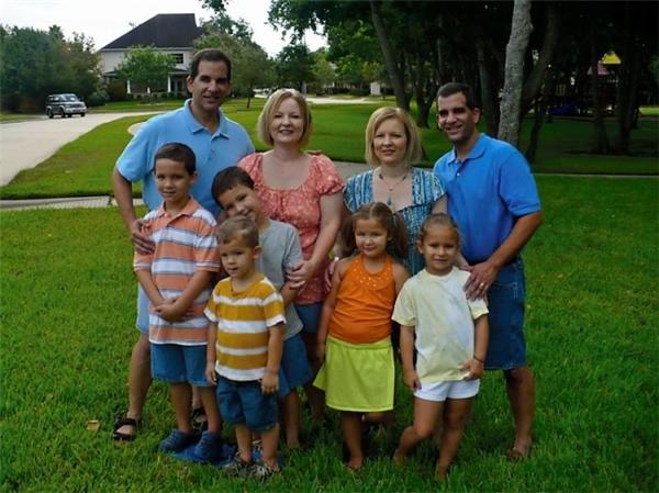 Đại gia đình Sanders với 5 đứa trẻ đáng yêu
