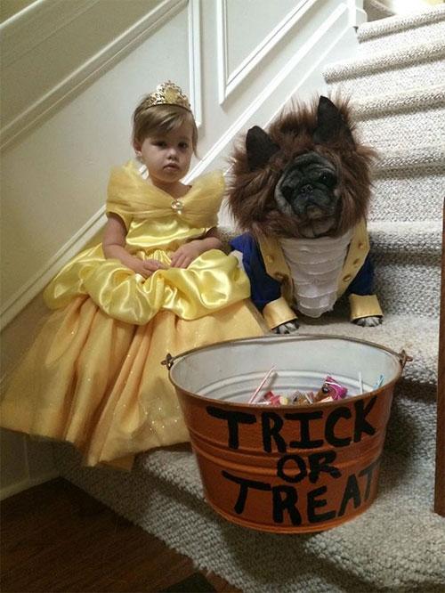 Nào nào, hãy mau bỏ đầy kẹo vào cái xô kia cho cặp đôi Người đẹp và Quái vật mau nào.