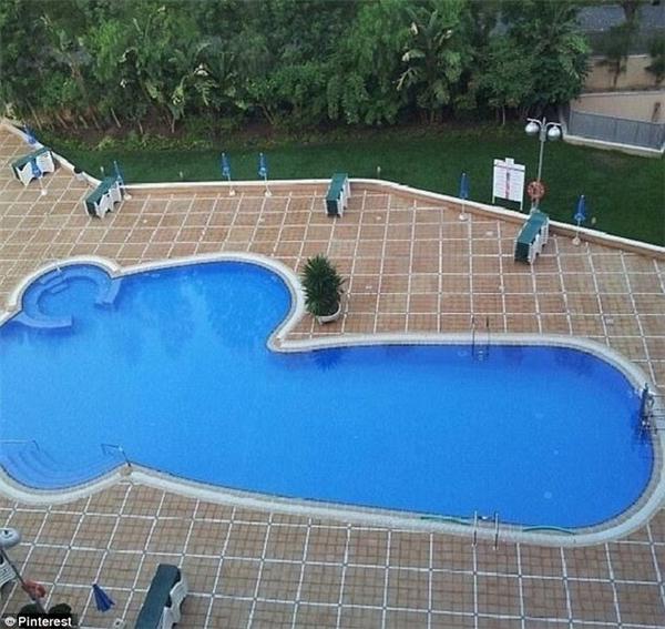 """Du khách nào có đầu óc """"đen tối"""" thì hẳn sẽ thíchhồ bơi nàylắm đây...(Ảnh: Internet)"""