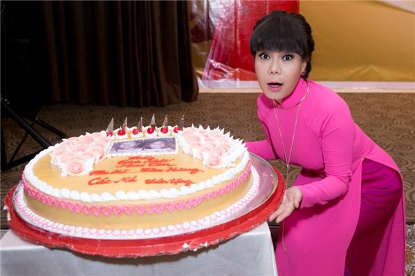 Đồng thời, nữ danh hài phải từ chối bốn phim Việt lớn và nhiều gameshow truyền hình để chuyên tâm tập luyện cho Hương Show 2016. - Tin sao Viet - Tin tuc sao Viet - Scandal sao Viet - Tin tuc cua Sao - Tin cua Sao