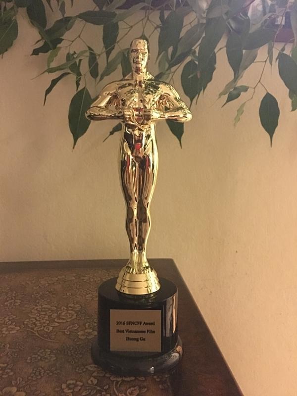 Bằng và cúp chứng nhận bộ phim Hương Ga nhận được giải thưởng Phim Việt Nam hay nhất - Tin sao Viet - Tin tuc sao Viet - Scandal sao Viet - Tin tuc cua Sao - Tin cua Sao