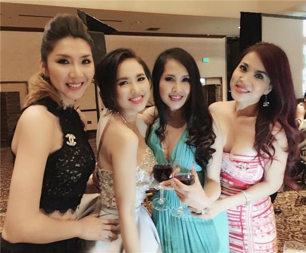 """Nữ diễn viên Minh Thư (áo đầm xanh) cũng tham dự tiệc cưới của đôi """"trai tài - gái sắc"""" làng điện ảnh Việt. - Tin sao Viet - Tin tuc sao Viet - Scandal sao Viet - Tin tuc cua Sao - Tin cua Sao"""