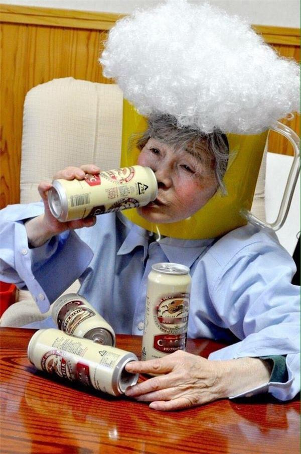 Ai bảo già thập cổ lai hy là không được mượn rượu giải sầu nào!