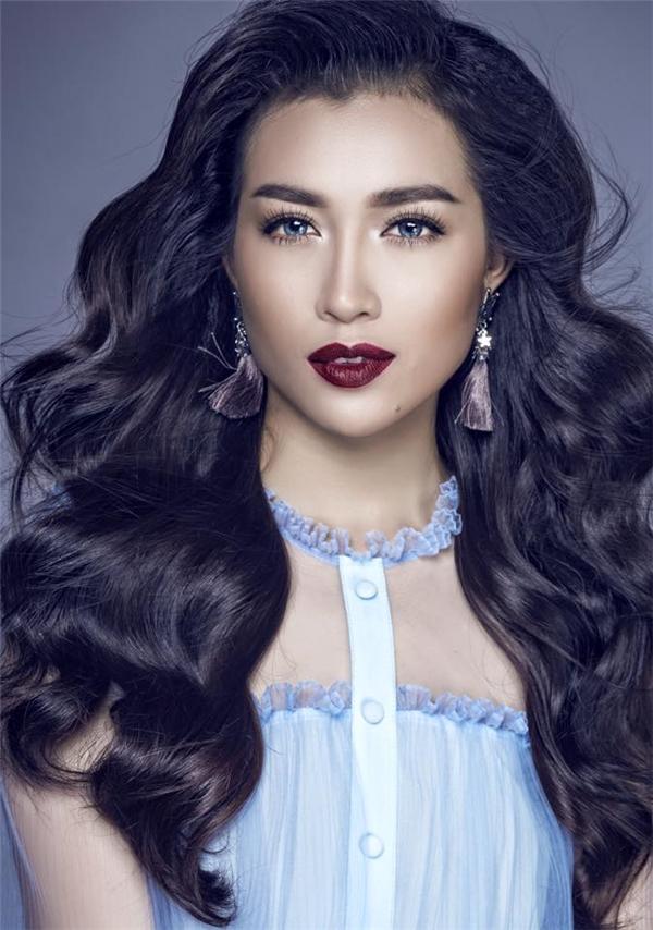 """Mới đây, theo một số thông tin bên lề, Hoa hậu Hoàn vũ 2016 sẽ bị hủy tổ chức ở Philippines và vẫn chưa xác định được nơi diễn ra. Dù phía đơn vị nắm bản quyền chưa công bố đại diện chính thức nhưng mọi thông tin, hình ảnh đều chắc chắn Á hậu Lệ Hằng sẽ là người """"nối gót"""" Phạm Hương tại cuộc thi vô cùng sôi động này."""