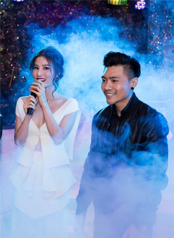 Xuất thân là một ca sĩ trẻ, sau đó lấn sân sang điện ảnh với vainam chính đầu tiên trong Ám ảnh, Trần Tuấn Lương nhanh chóng được đón nhận bằng sự nỗ lực trong diễn xuất của mình và tiếp sau đó là vai sát thủ mang mật danh số 3 trong Găng Tay Đỏ.