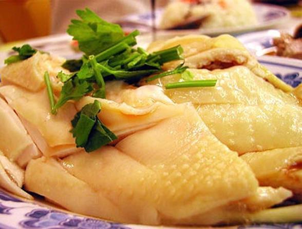 Da gà là nơi ở của nhiều vi khuẩn đồng thời chứa nhiều chất béo và cholesterol không tốt cho sức khỏe.