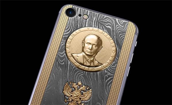 Phía trên mặt lưng có hình Tổng thống NgaVladimir Putin. (Ảnh: internet)