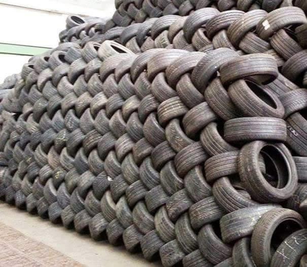 Những chiếc lốp xe y hệt như những mũi len móc đan xen vào nhau.(Ảnh: Internet)