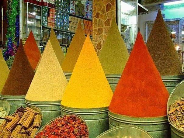 Đây không phải... nón lá đủ màu đâu nhé, mà là các loại bột gia vị đấy. Hoàn hảo chưanào?(Ảnh: Internet)