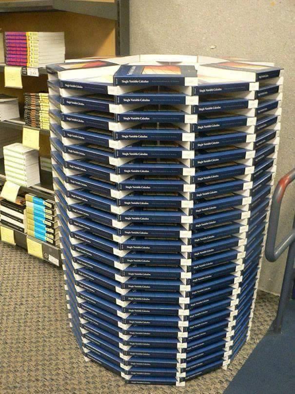 Một góc trưng bày sách làm tăng mĩ quan cho không gian cửa hàng.(Ảnh: Internet)