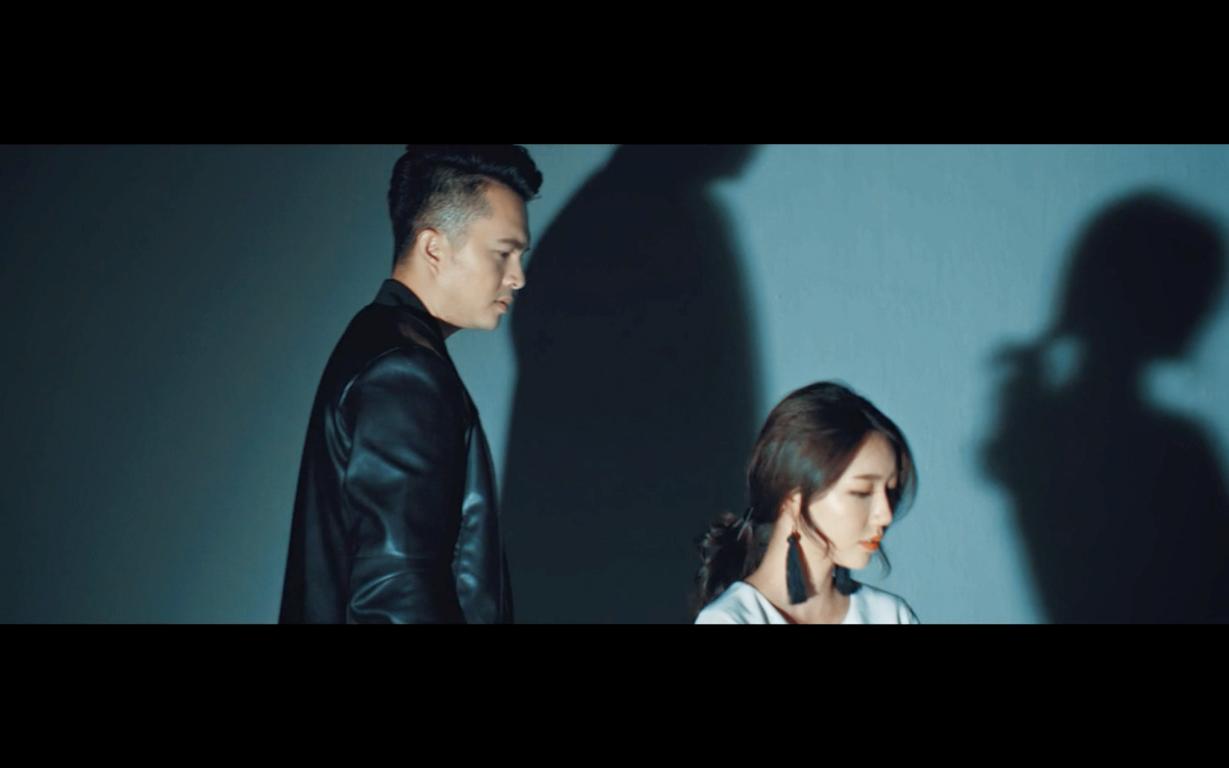 MV là tâm trạng đối nghịch của hai người yêu nhau khi nói lời chia tay,được Nam Cường cùng bạn diễn người Hàn diễn tả đầy tự sự và cảm xúc. - Tin sao Viet - Tin tuc sao Viet - Scandal sao Viet - Tin tuc cua Sao - Tin cua Sao