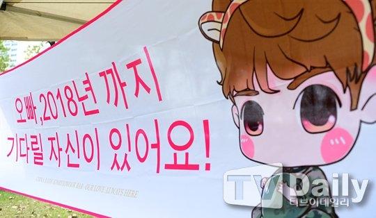 """""""Oppa, chúng em có tự tin sẽ đợi anh đến năm 2018"""" - Những lời hứa đáng yêu của fan dành cho Ryeowook."""
