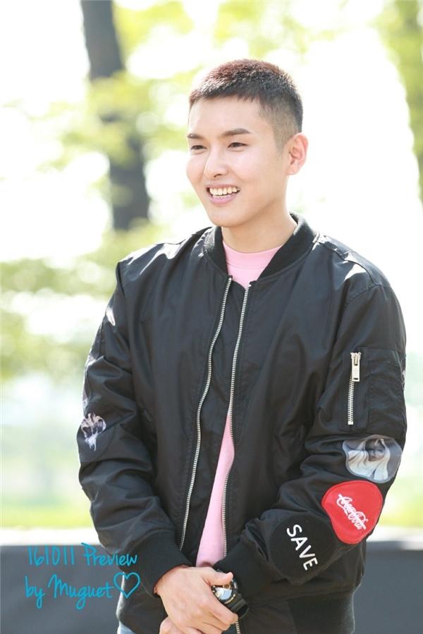 Ryeowook là thành viên thứ 10 của Super Junior lên đường thực hiện nghĩa vụ quân sự. Nam thần tượng sẽ trải qua 5 tuần huấn luyện cơ bản tại tỉnh Chungcheongbuk và sau đó sẽ chính thức tại ngũ.