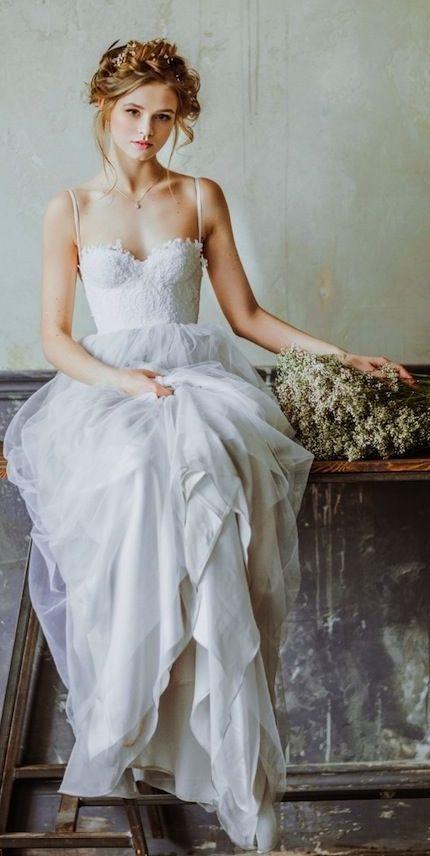 """Thiết kế áo corset được ứng dụng trong áo cưới tạo cho cô dâu diện mạo """"thần tiên thoát tục""""."""