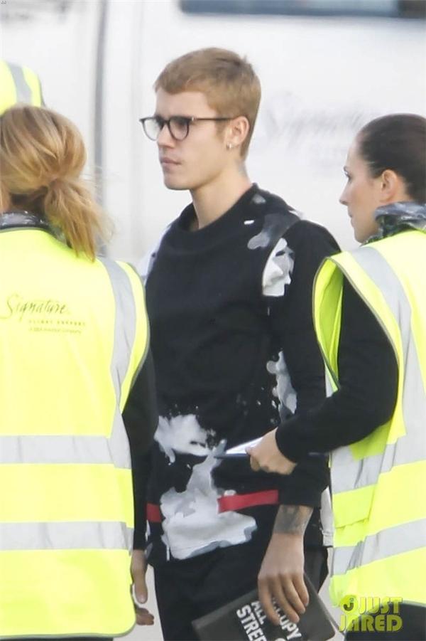 Justin Bieber lột xác với vẻ thư sinh điển trai khiến fans mê mẩn