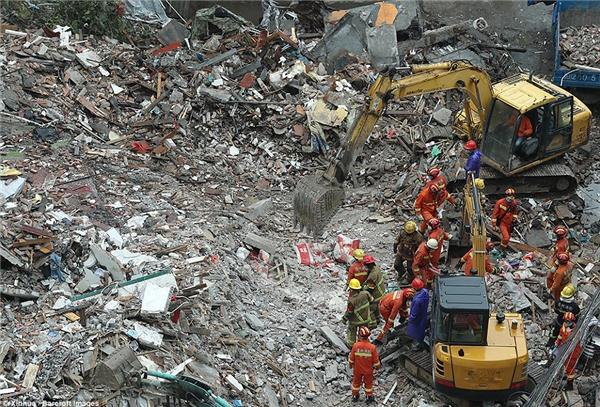 Vụ sập nhà diễn ra vào lúc 4 giờ sáng ngày 10/10.