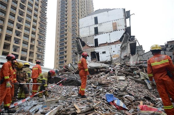 Tòa nhà 6 tầng giờ chỉ còn một đống gạch vụn.