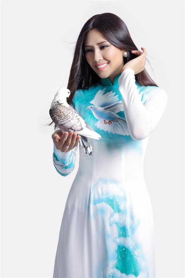 Nguyễn Thị Loan tràn đầy năng lượng tại Hoa hậu Hòa bình Quốc tế
