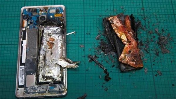 Một chiếc Galaxy Note 7 phát nổ tại Singapore. (Ảnh: internet)